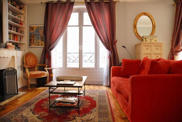 Incroyable PerfectlyParis Elegance At Lamarck Sleeps 4